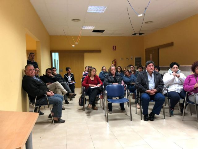 More than twenty parents attend the meeting to analyze the future of the educational community and the teaching center of Lebor - 2