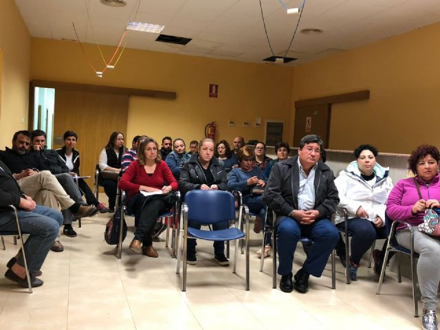 More than twenty parents attend the meeting to analyze the future of the educational community and the teaching center of Lebor - 8