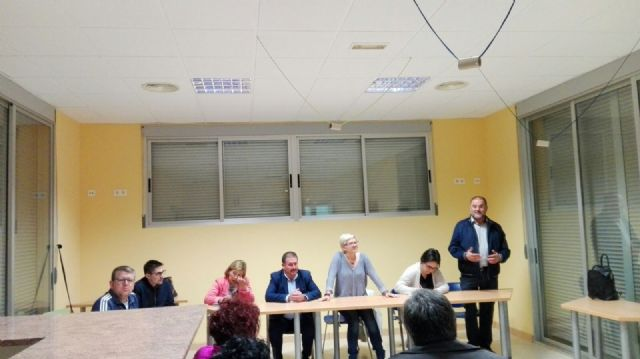 More than twenty parents attend the meeting to analyze the future of the educational community and the teaching center of Lebor - 9