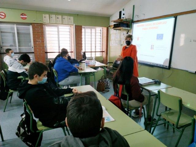 Empleo joven imparte charlas de orientación formativa y laboral en los centros educativos de Alhama - 1, Foto 1