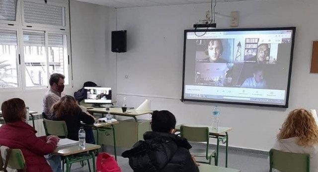 Encuentro con eurodiputados en el Centro de Educación de Adultos de Lorca - 1, Foto 1