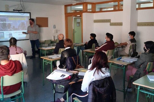 Encuentro con eurodiputados en el Centro de Educación de Adultos de Lorca - 2, Foto 2