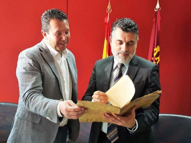 Cultura entrega a Mula un documento histórico recuperado por la Guardia Civil tras su autentificación - 2, Foto 2