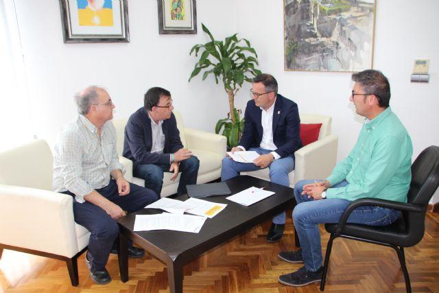 El Ayuntamiento de Alhama y Cruz Roja firman un convenio para la gestión de ayudas, Foto 1
