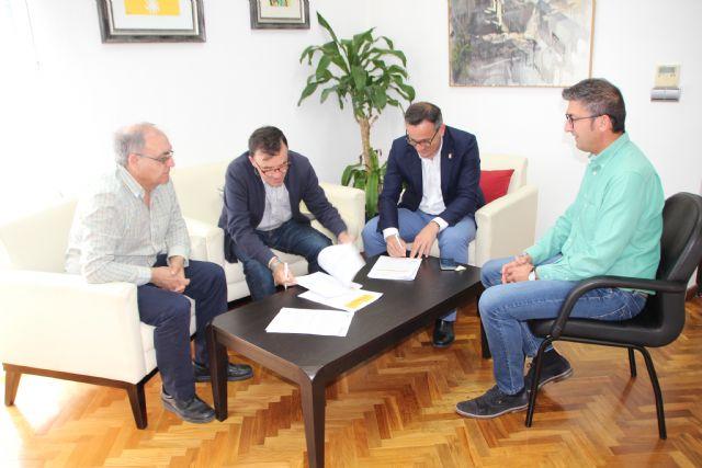 El Ayuntamiento de Alhama y Cruz Roja firman un convenio para la gestión de ayudas, Foto 2