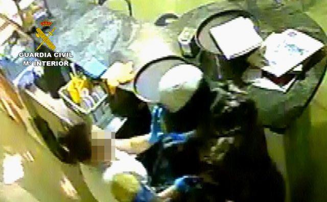 The Civil Guard clarifies a violent robbery in an establishment in Totana