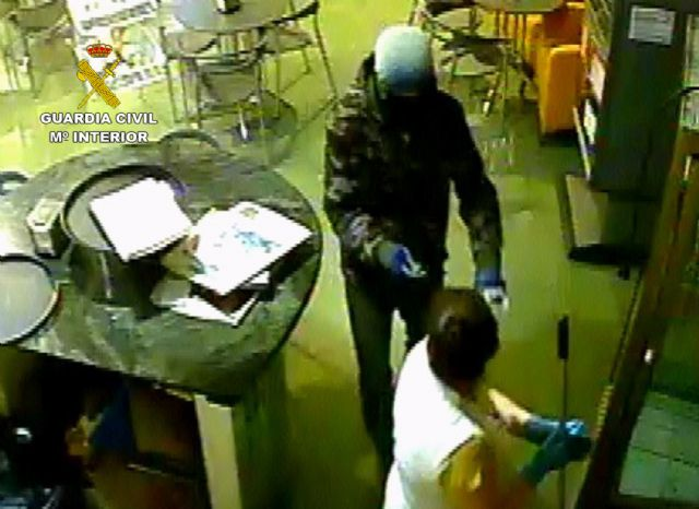 The Civil Guard clarifies a violent robbery in an establishment in Totana - 2