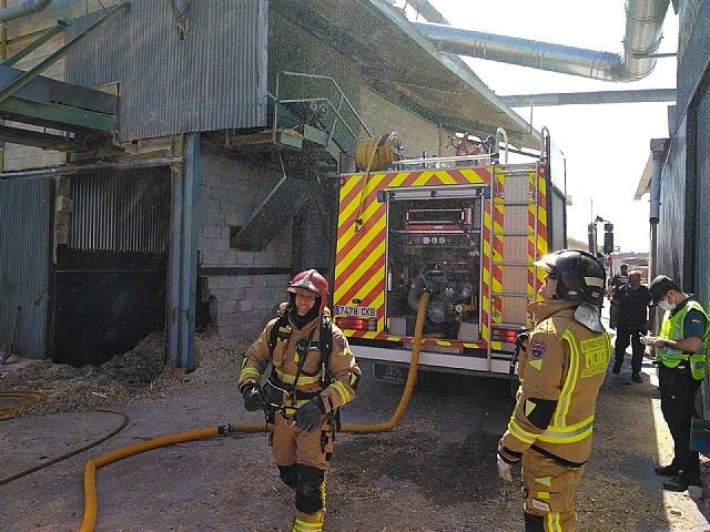 Incendio declarado en un silo de serrín en Moratalla - 1, Foto 1