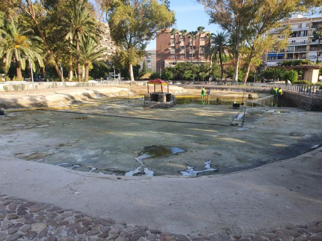 Finalizados los trabajos de vaciado, limpieza y desinfección del lago del jardín del Salitre - 3, Foto 3
