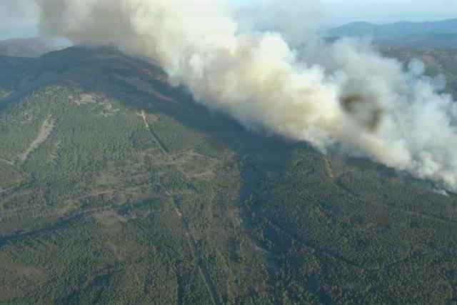 Transición Ecológica y el Reto Demográfico apoya las tareas de extinción del incendio forestal en la Sierra de Francia (Salamanca) - 1, Foto 1