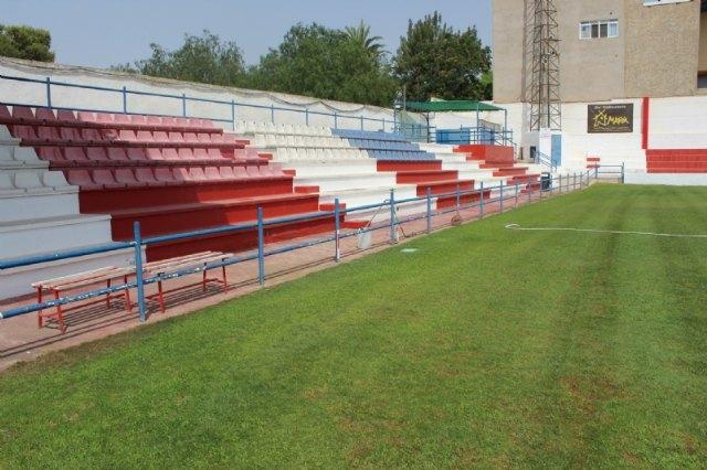 """Repintan el recinto interior del estadio municipal """"Juan Cayuela"""" y realizan trabajos de mantenimiento durante el confinamiento - 3, Foto 3"""