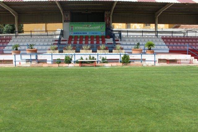 """Repintan el recinto interior del estadio municipal """"Juan Cayuela"""" y realizan trabajos de mantenimiento durante el confinamiento - 4, Foto 4"""