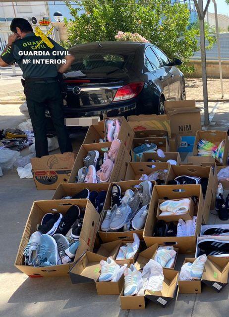 La Guardia Civil incauta cerca de medio millar de productos falsificados en San Javier - 4, Foto 4