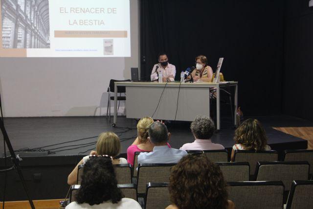 Alberto Fernández presenta su libro El renacer de la Bestia en la Casa de Cultura - 1, Foto 1