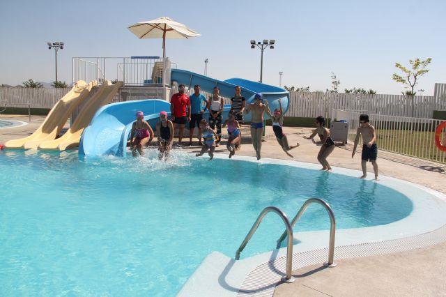 Más de 130 personas realizan cursos de natación en las piscinas de verano de Puerto Lumbreras - 2, Foto 2