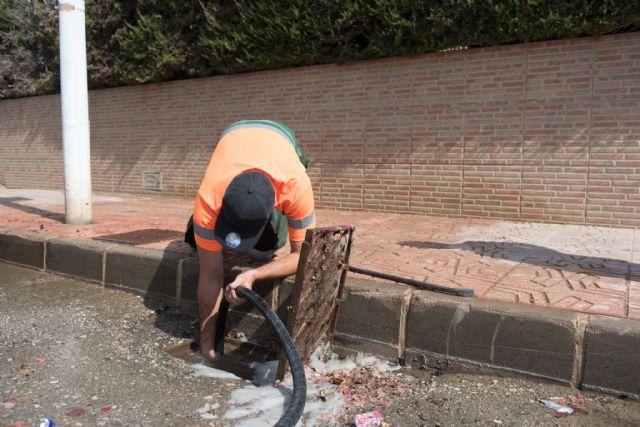 Limpieza de imbornales y canalizaciones para prevenir inundaciones., Foto 2