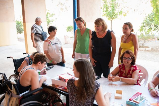 Usuarios de AIDEMAR disfrutan de su estancia en el centro residiencial del Peñasco, Foto 1