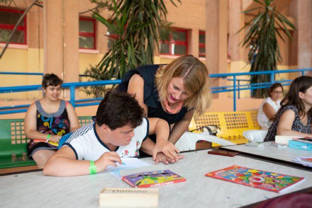 Usuarios de AIDEMAR disfrutan de su estancia en el centro residiencial del Peñasco, Foto 2