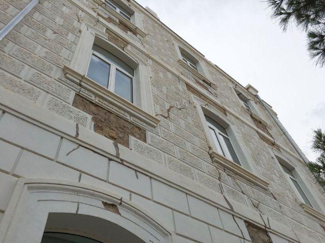 El PSOE vuelve a exigir el arreglo de la fachada del Campus Universitario de Lorca aún dañada por los terremotos de 2011 - 1, Foto 1
