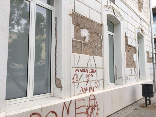 El PSOE vuelve a exigir el arreglo de la fachada del Campus Universitario de Lorca aún dañada por los terremotos de 2011 - 2, Foto 2