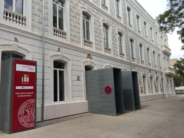 El PSOE vuelve a exigir el arreglo de la fachada del Campus Universitario de Lorca aún dañada por los terremotos de 2011 - 3, Foto 3