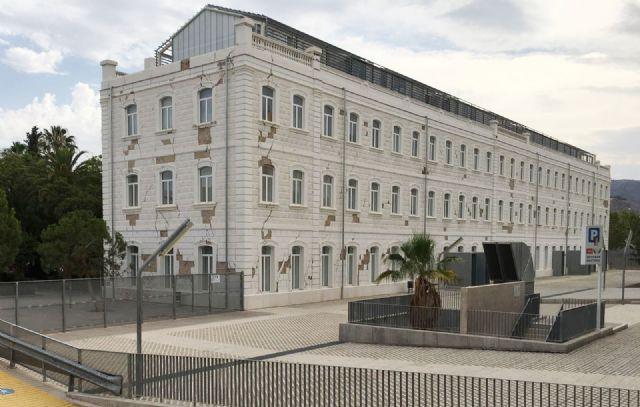 El PSOE vuelve a exigir el arreglo de la fachada del Campus Universitario de Lorca aún dañada por los terremotos de 2011 - 4, Foto 4