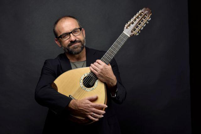 Milana Bonita cierra sus actividades estivales con la serenata a Paco Rabal a cargo de Juanjo Robles, Foto 2