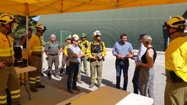 El consejero de Medio Ambiente visita las brigadas forestales de la Sierra de la Pila - 1, Foto 1