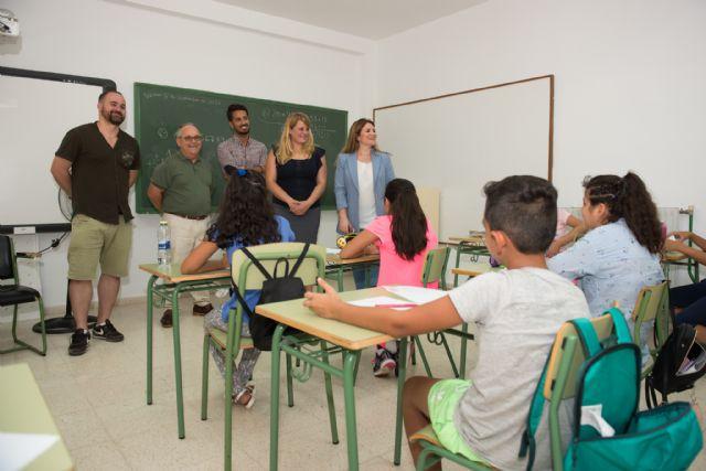 La directora general de Calidad Educativa visita el CEIP Bahía en el inicio del curso escolar, Foto 1