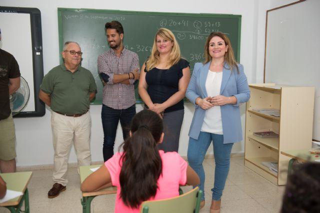 La directora general de Calidad Educativa visita el CEIP Bahía en el inicio del curso escolar, Foto 2
