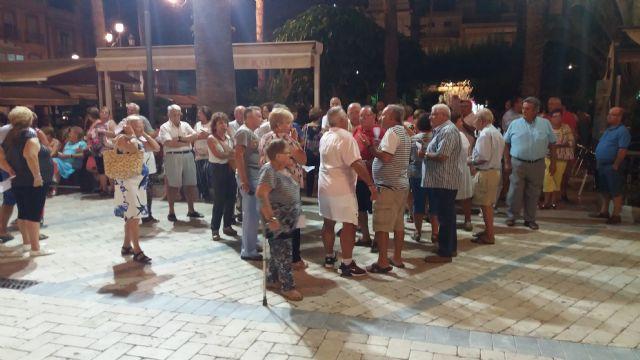 Alrededor de doscientos vecinos de Águilas se movilizan en defensa de la Plaza Antonio Cortijos - 1, Foto 1