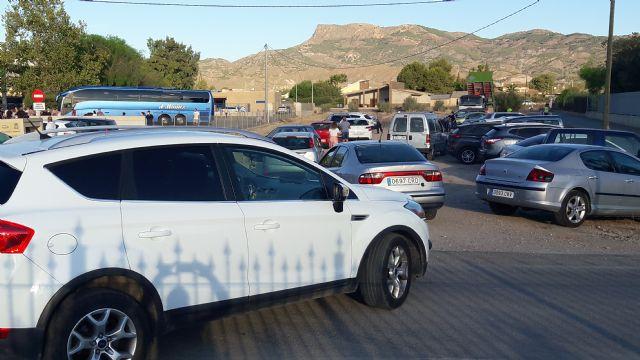 Decenas de familias de Campillo afectadas por el colapso del tráfico en su colegio, al hacer coincidir el alcalde el inicio de las obras del aparcamiento con el comienzo del curso escolar - 1, Foto 1