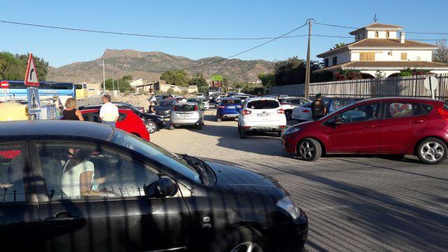 Decenas de familias de Campillo afectadas por el colapso del tráfico en su colegio, al hacer coincidir el alcalde el inicio de las obras del aparcamiento con el comienzo del curso escolar - 4, Foto 4