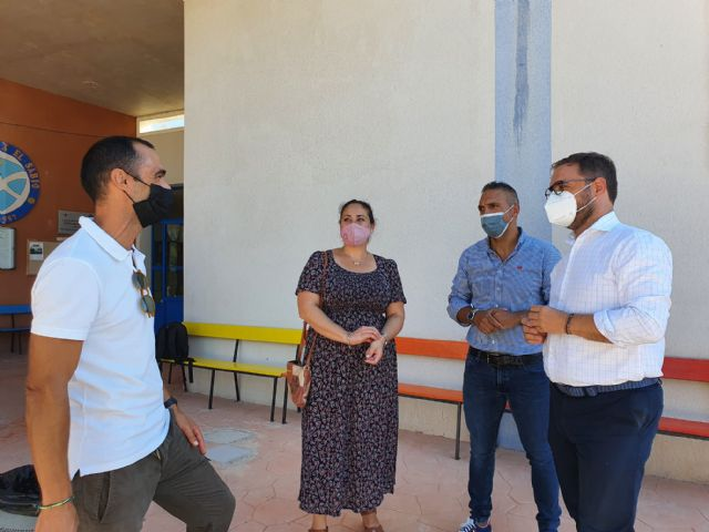 El alcalde de Lorca asiste al inicio de un nuevo curso escolar que  recupera la presencialidad en las aulas pero que sigue marcado por la pandemia sanitaria de COVID-19 - 2, Foto 2