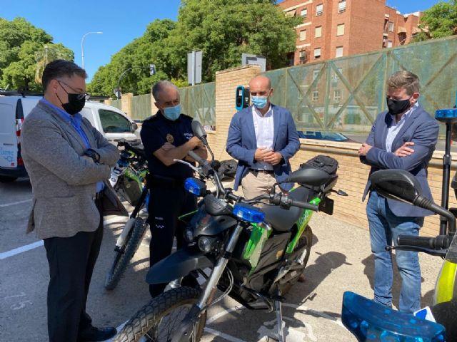 La Policía Local estrena tres nuevos puntos de recarga para vehículos eléctricos en el cuartel de El Infante - 4, Foto 4
