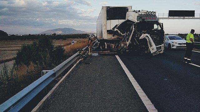 [Fallece el conductor de un camión implicado en un accidente de tráfico ocurrido en la A-7, Totana