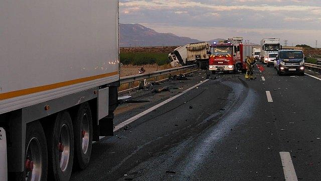 [Fallece el conductor de un camión implicado en un accidente de tráfico ocurrido en la A-7, Totana, Foto 2