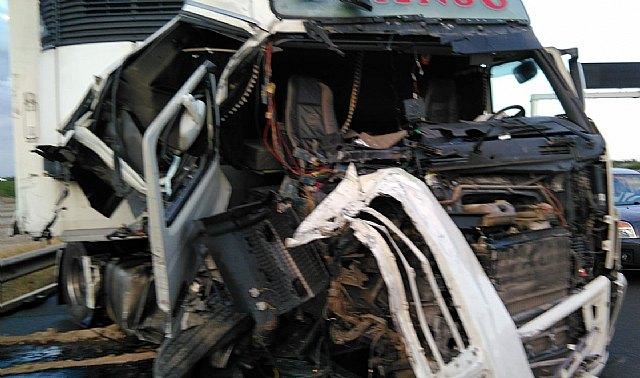 [Fallece el conductor de un camión implicado en un accidente de tráfico ocurrido en la A-7, Totana, Foto 3