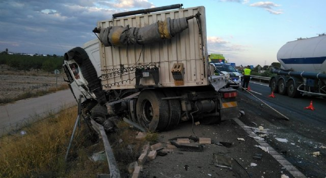 [Fallece el conductor de un camión implicado en un accidente de tráfico ocurrido en la A-7, Totana, Foto 4