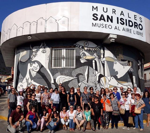 Cincuenta personas participan en la visita a Orihuela para participar en la Ruta Hernandiana con motivo del 75 aniversario de la muerte del poeta Miguel Hernández, Foto 1