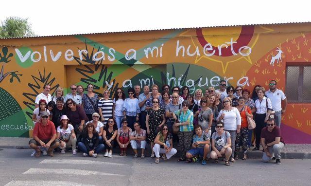 Cincuenta personas participan en la visita a Orihuela para participar en la Ruta Hernandiana con motivo del 75 aniversario de la muerte del poeta Miguel Hernández, Foto 2