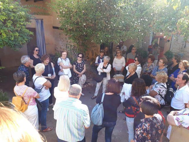 Cincuenta personas participan en la visita a Orihuela para participar en la Ruta Hernandiana con motivo del 75 aniversario de la muerte del poeta Miguel Hernández, Foto 3