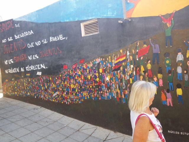 Cincuenta personas participan en la visita a Orihuela para participar en la Ruta Hernandiana con motivo del 75 aniversario de la muerte del poeta Miguel Hernández, Foto 4