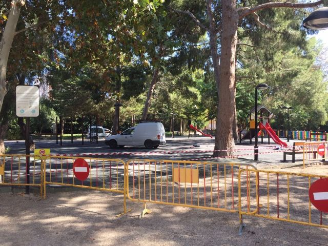 The playground of the municipal park is closed from today for the dismantling of the infrastructures and for the imminent beginning of the works of improvement of the enclosure, Foto 1