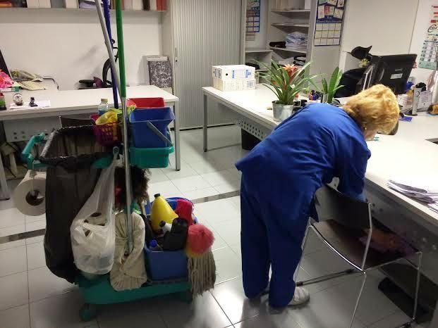 Se acuerda crear una lista de espera o bolsa de trabajo de limpiadora en el Ayuntamiento de Totana para cubrir bajas, vacantes o necesidades temporales, Foto 1