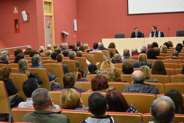 El Delegado del Gobierno entrega a los afectados el informe de Abogacía de Estado - 3, Foto 3