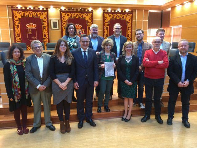 El Ayuntamiento de Molina de Segura recibe la visita de la Ministra de Sanidad, Consumo y Bienestar Social - 2, Foto 2