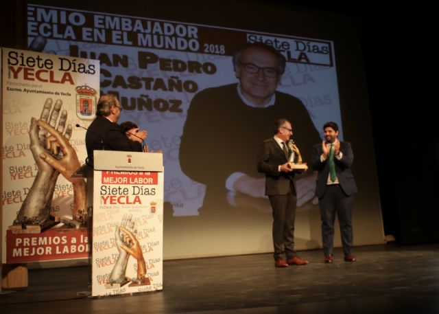López Miras preside el acto de entrega de los Premios Siete Días, organizados por el periódico Siete Días Yecla - 2, Foto 2