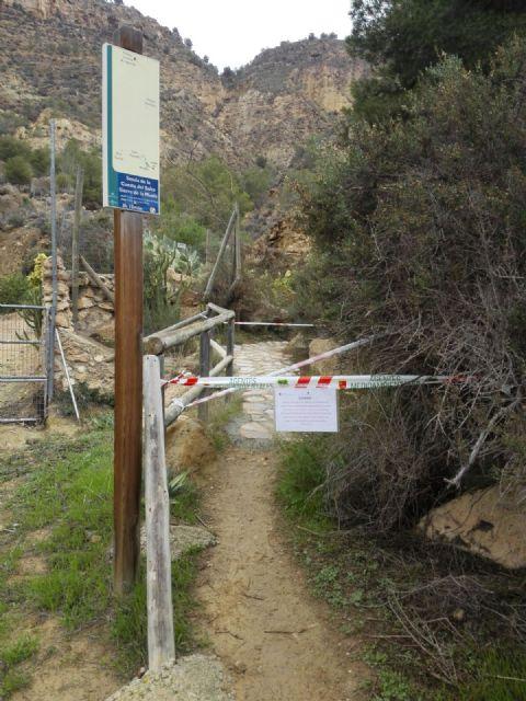 Cerrada la senda de El Cenajo a causa de los desprendimientos, Foto 1