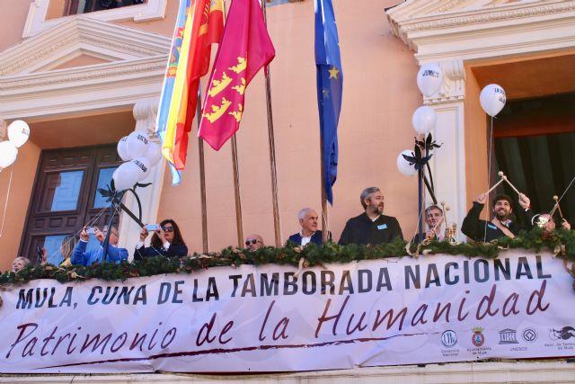 El presidente de la Comunidad participa en la tamborada para celebrar la declaración como Patrimonio Cultural Inmaterial de la Humanidad - 1, Foto 1